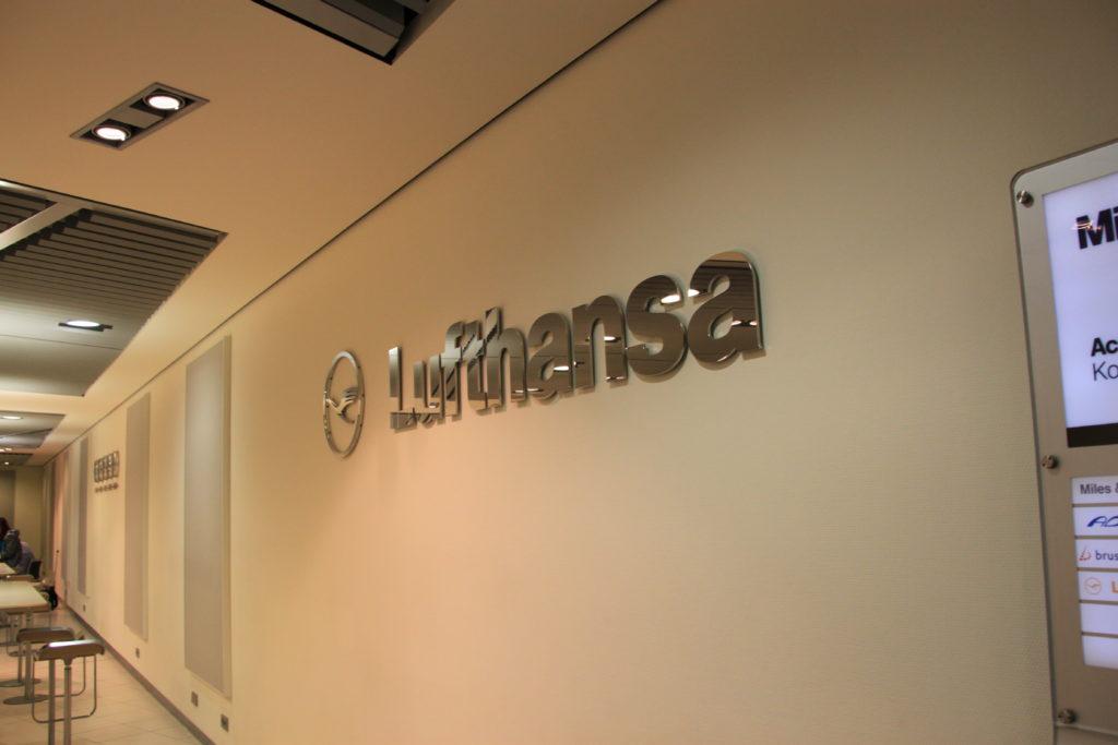 ルフトハンザ航空のビジネスラウンジの入り口