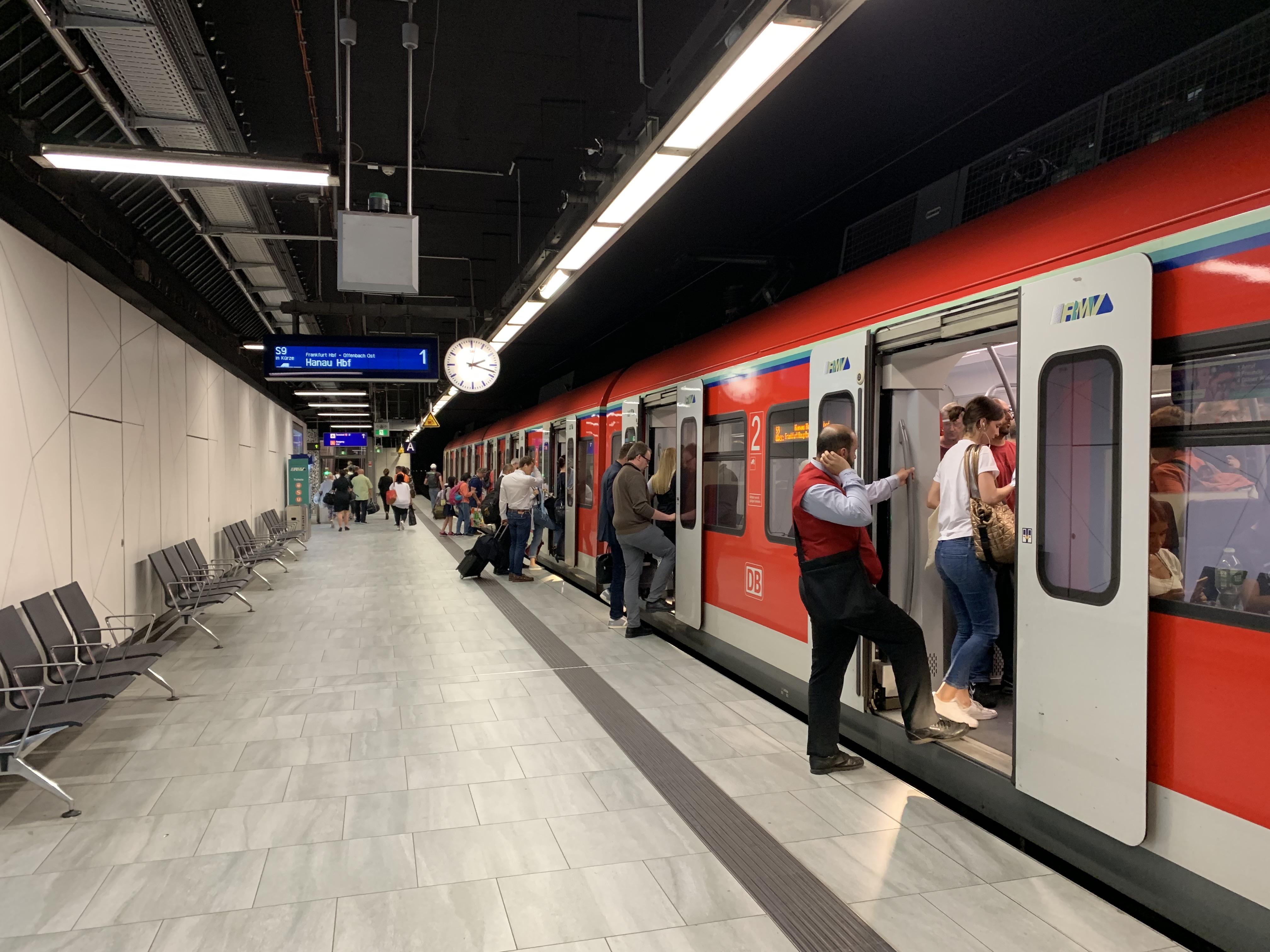 フランクフルト空港から市内行く電車