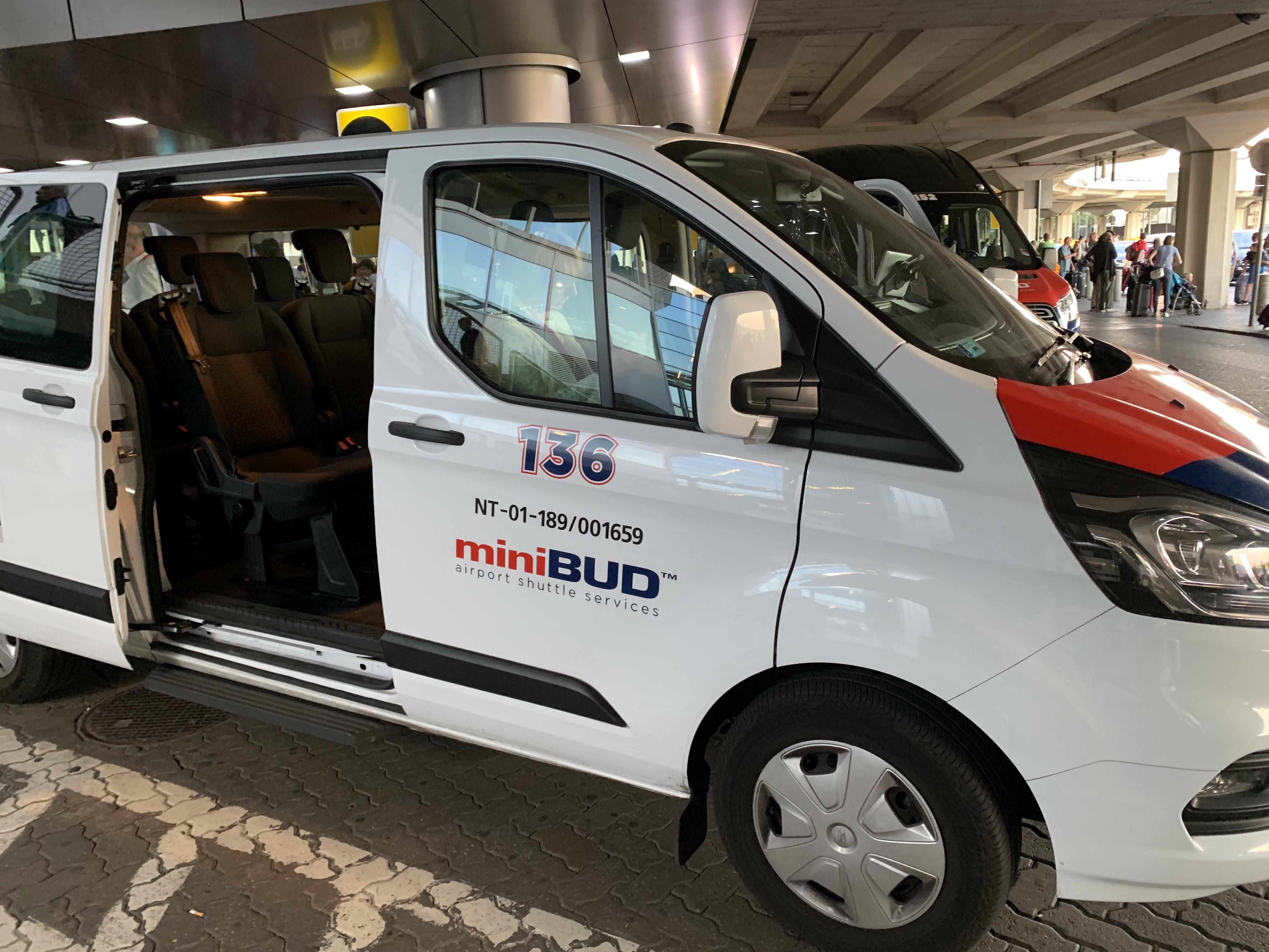 ブダペスト空港のミニバス