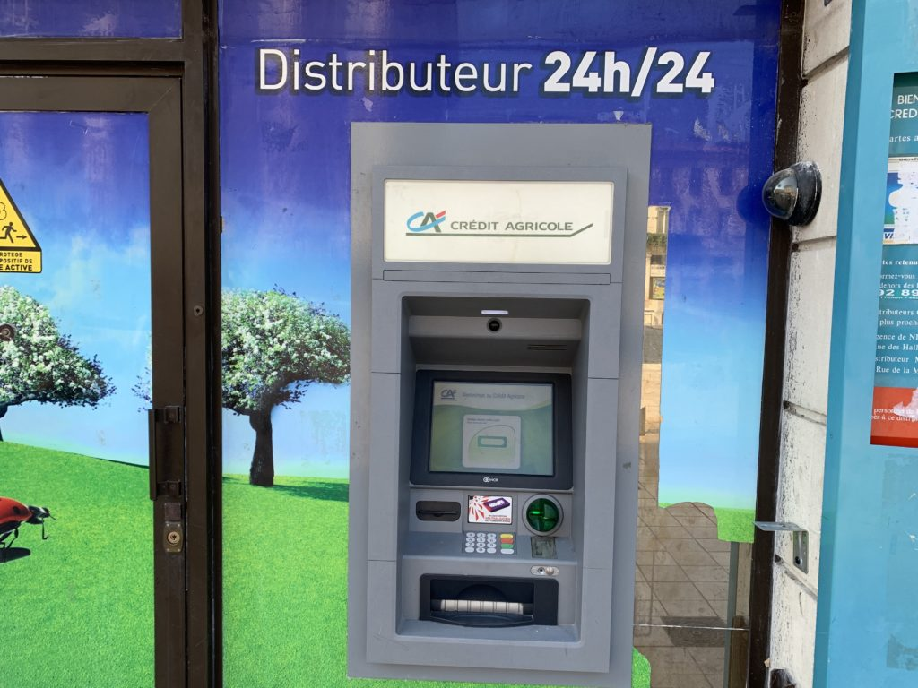 フランスの銀行のATM