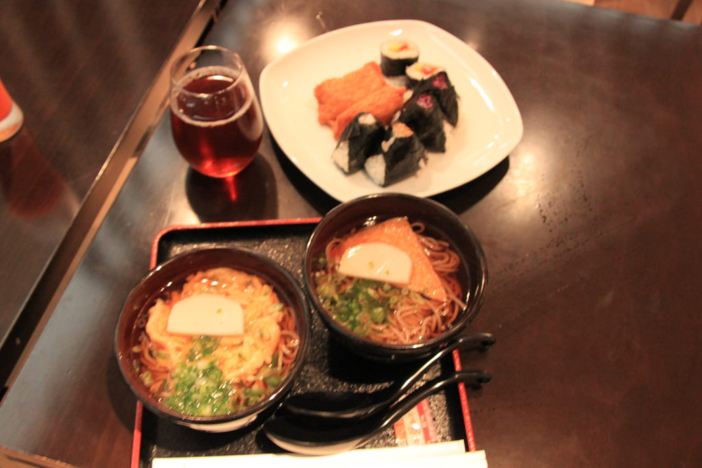 成田空港のラウンジの食事