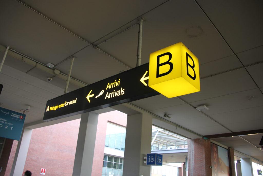 バス乗り場の案内