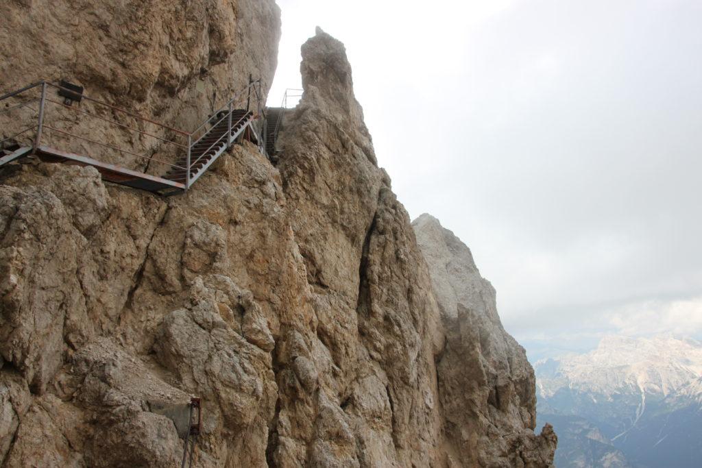 断崖絶壁の階段