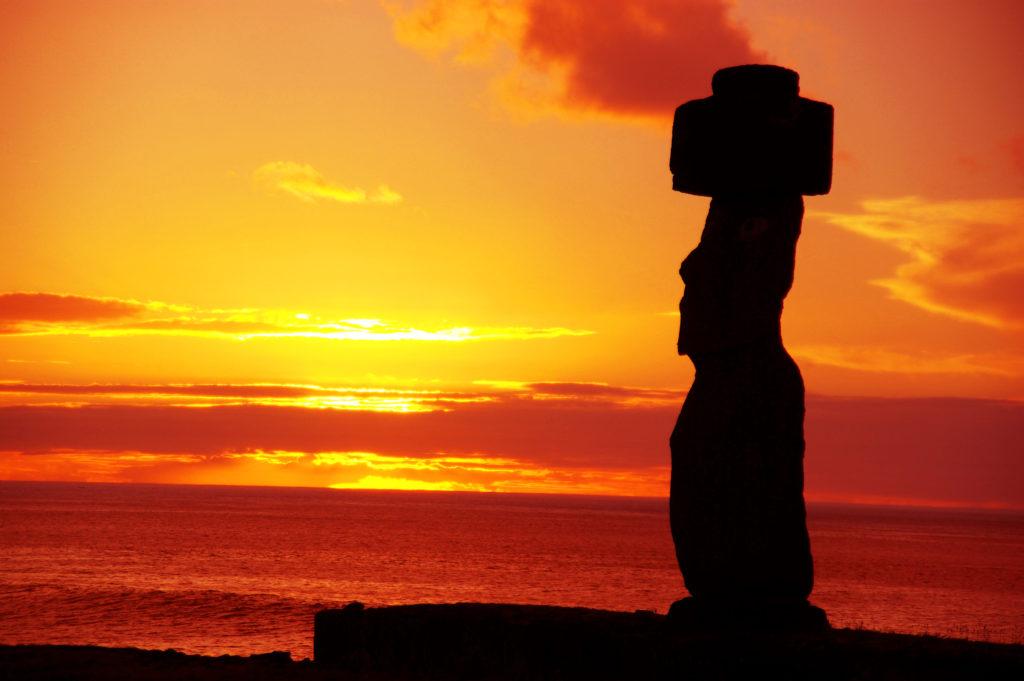 タハイ遺跡のモアイ像