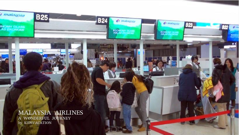 成田空港のマレーシア航空チェックインカウンター