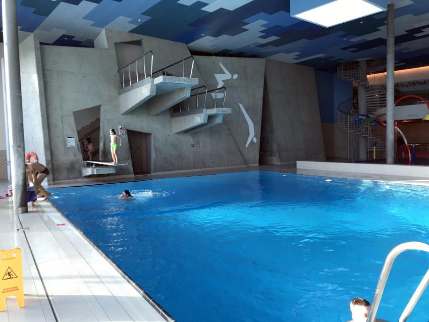 屋内飛び込みプール