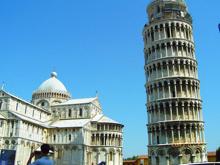 奇跡の広場とピサの斜塔
