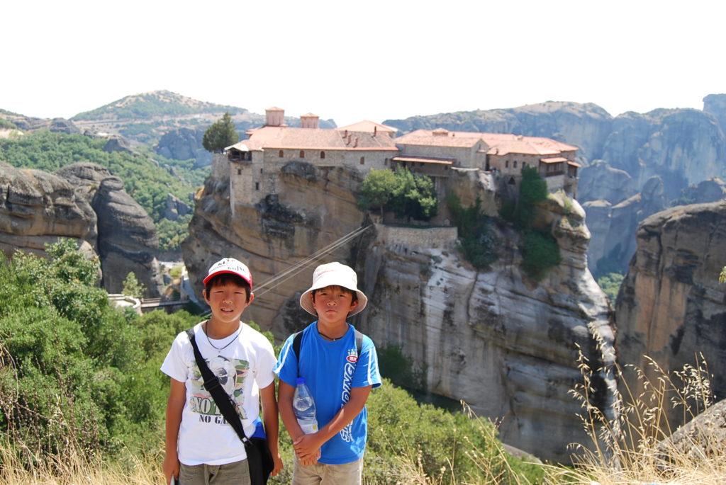 メテオラの修道院と子供たち