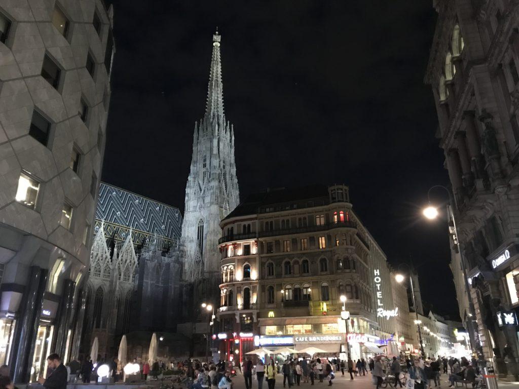 ライトアップされたシュテファン大聖堂