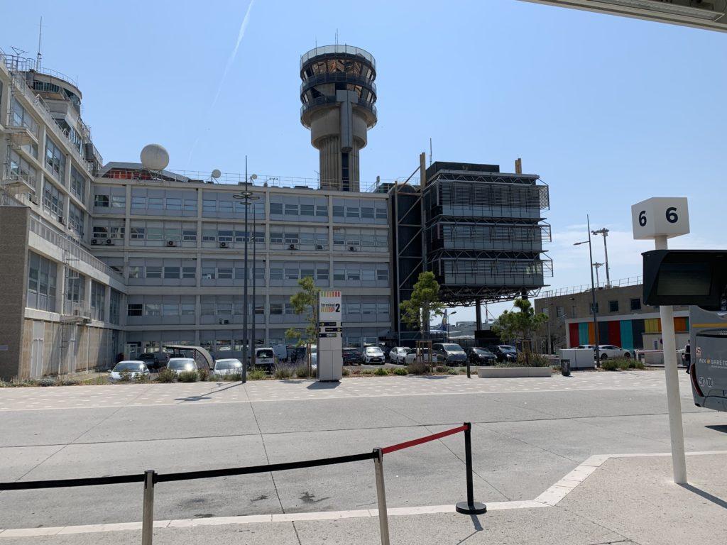マルセイユ空港の管制塔