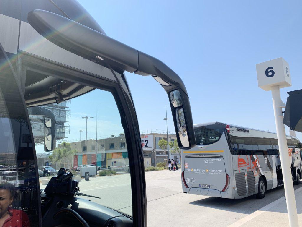 停車中のエアポートバス