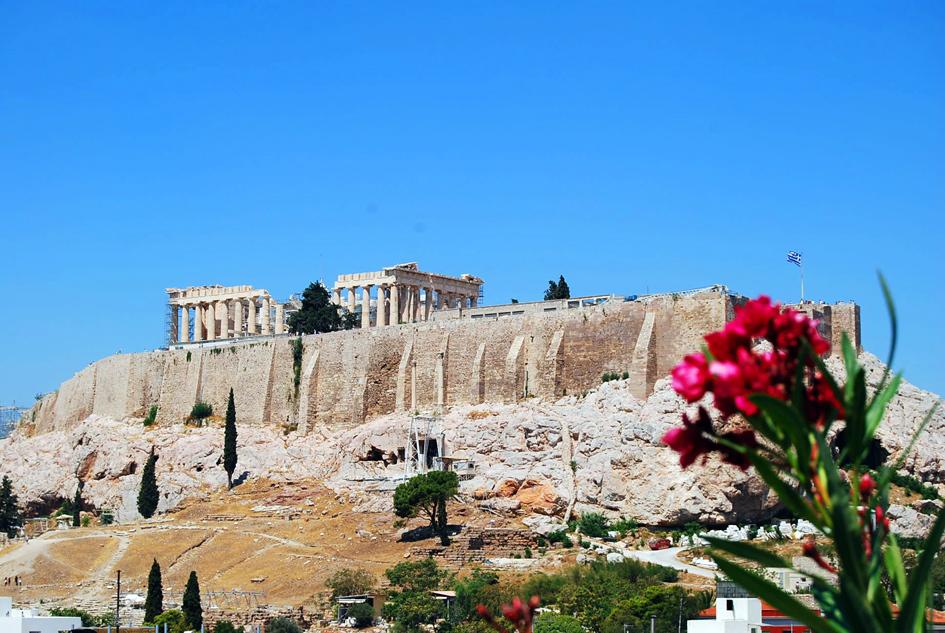 アテネゲートホテルのルーフガーデンから眺めるパルテノン神殿