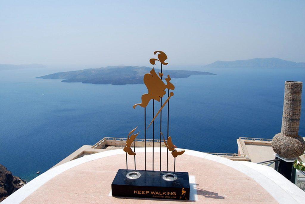 サントリーニ島最大の街フィラからの眺め