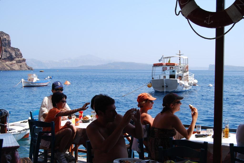 ティラシア島のシーフードレストラン
