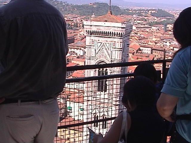 ドゥオーモのクーポラから見るジョットの鐘楼