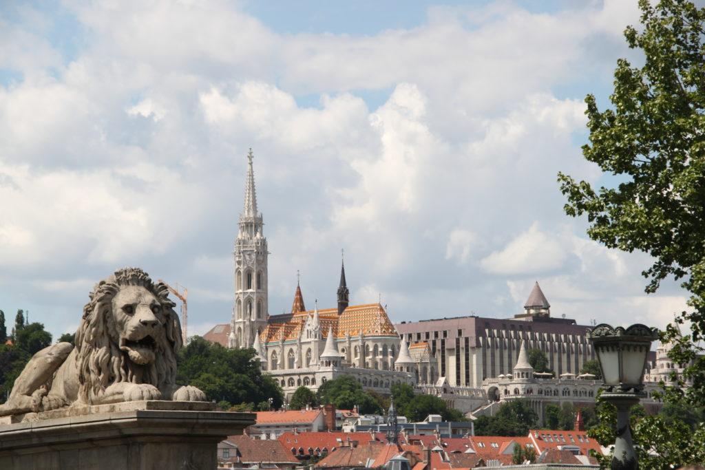 ライオン像と聖マーチャーシュ教会