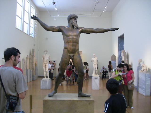 アテネ国立考古学博物館に展示されているポセイドンのブロンズ像