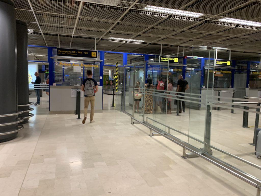 マルセイユ空港のパスポートチェック