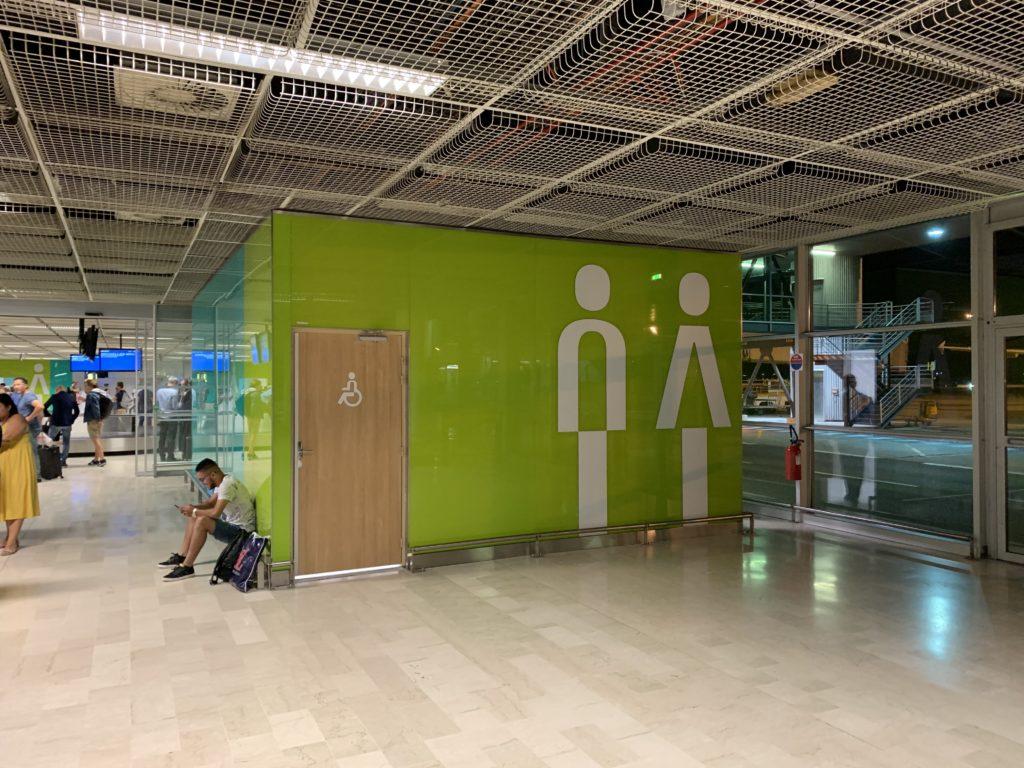 空港内のおしゃれなトイレ