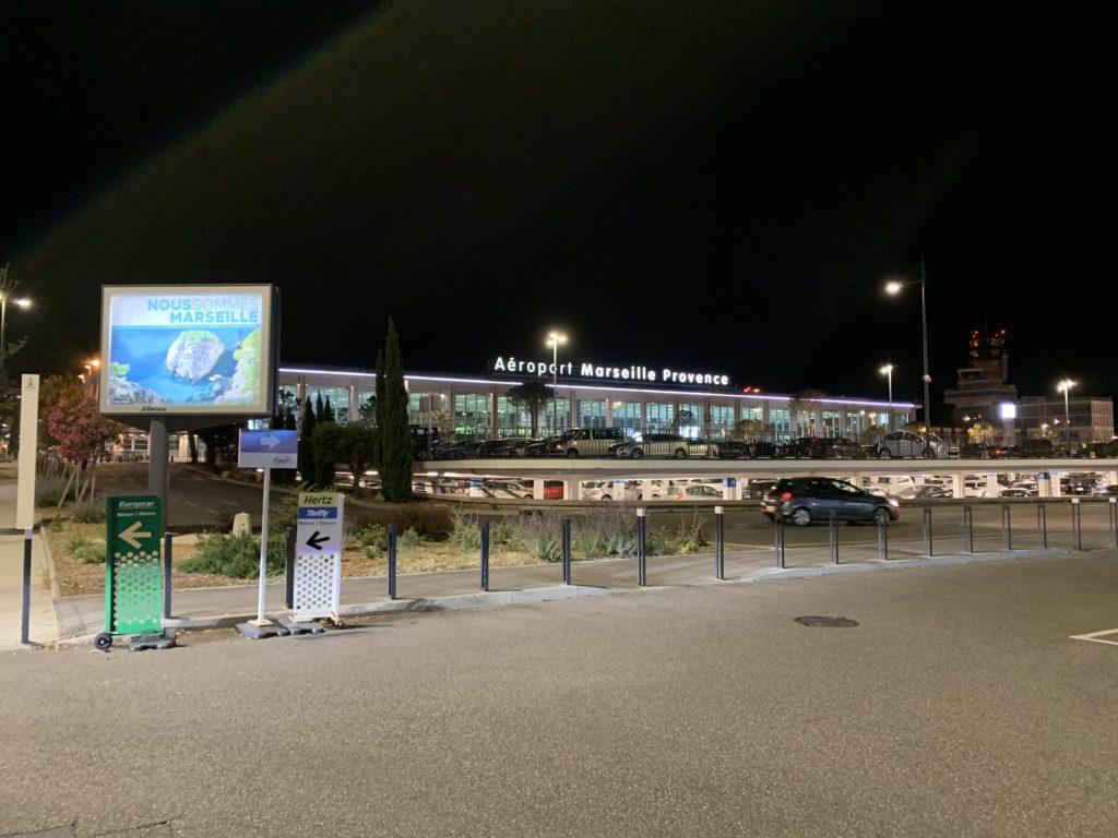 マルセイユ空港のターミナルビル