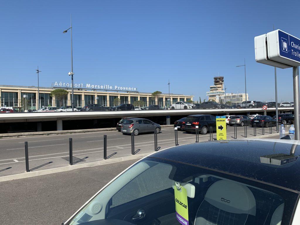 マルセイユ空港の駐車場