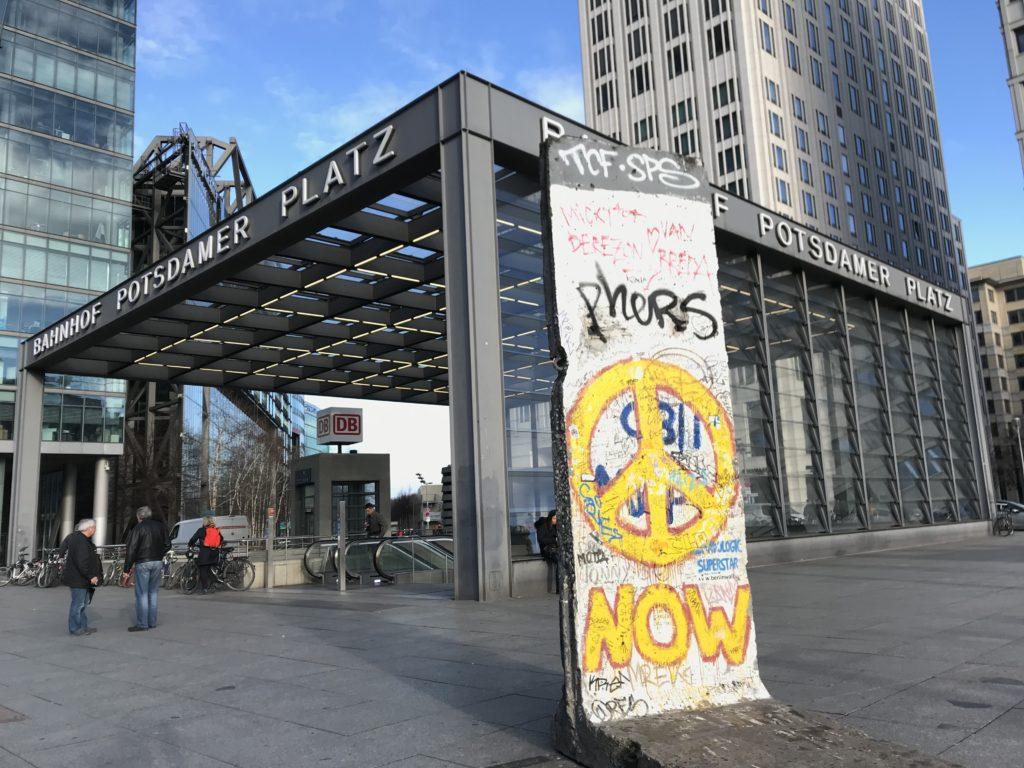 ポツダム広場に保存されているベルリンの壁