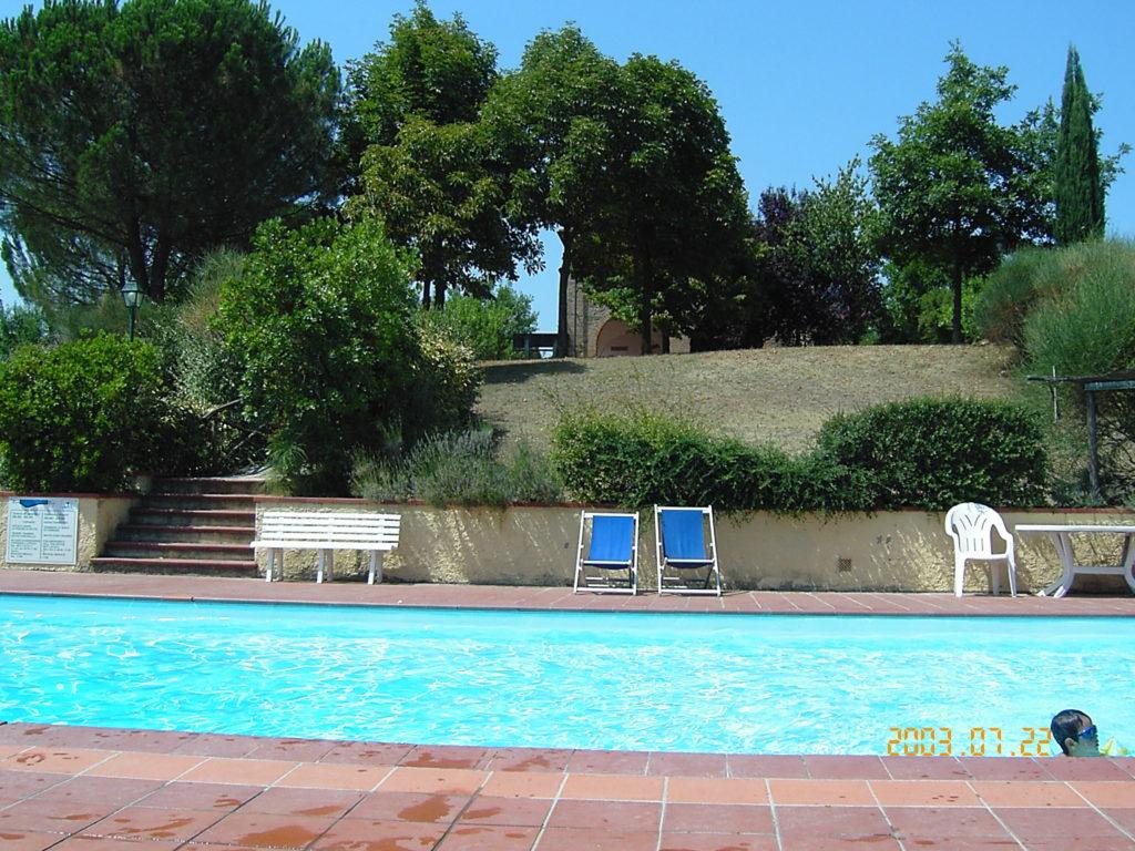 フィレンツェ郊外んアグリツーリズモのプール