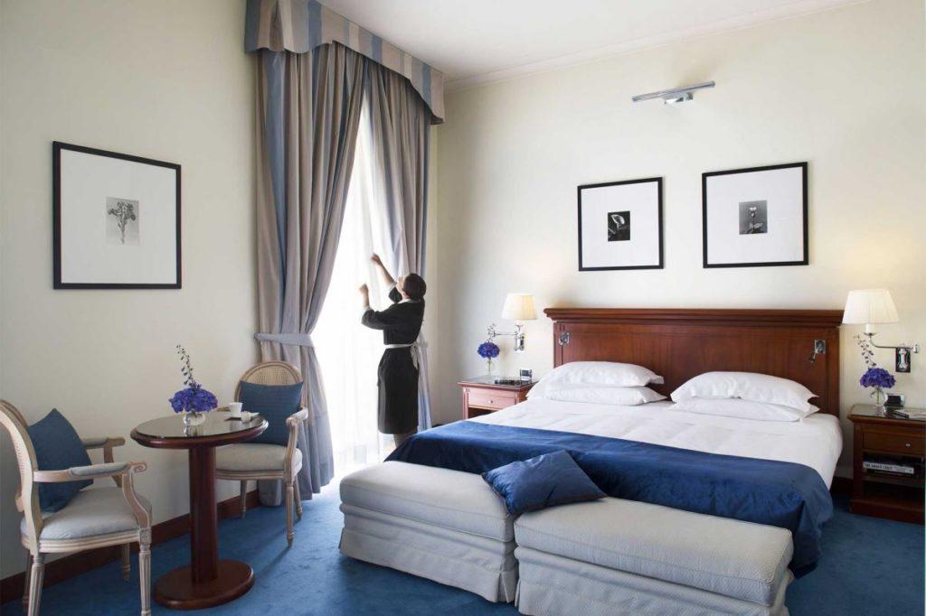 ナポリのホテルの客室