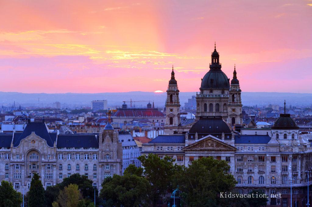 聖イシュトヴァーン大聖堂とブダペストの街並み