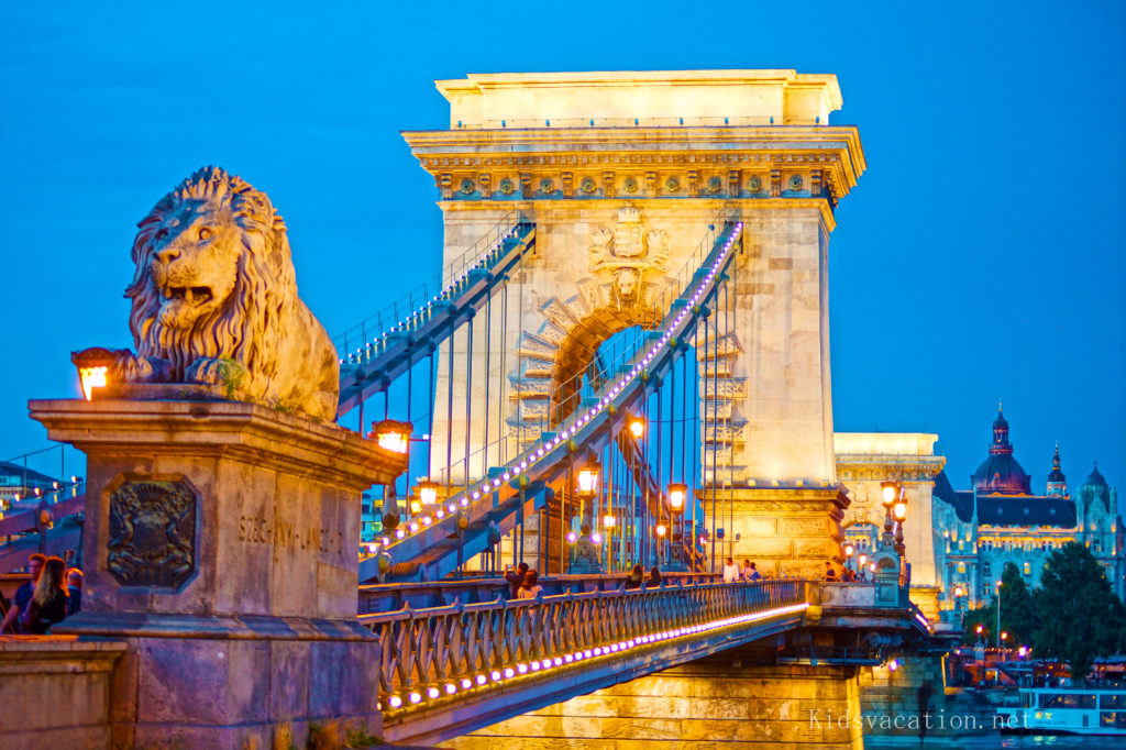 鎖橋の夜景