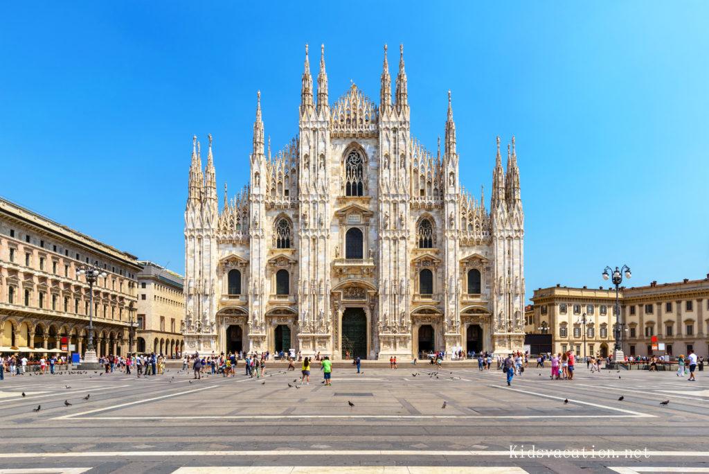 ミラノ大聖堂と広場
