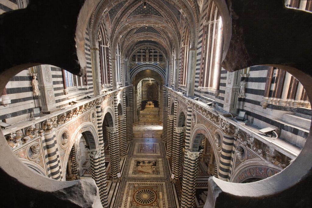 シエナ大聖堂の天国の門