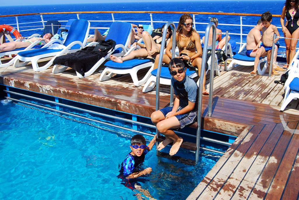 ブルーモナーク号のプール