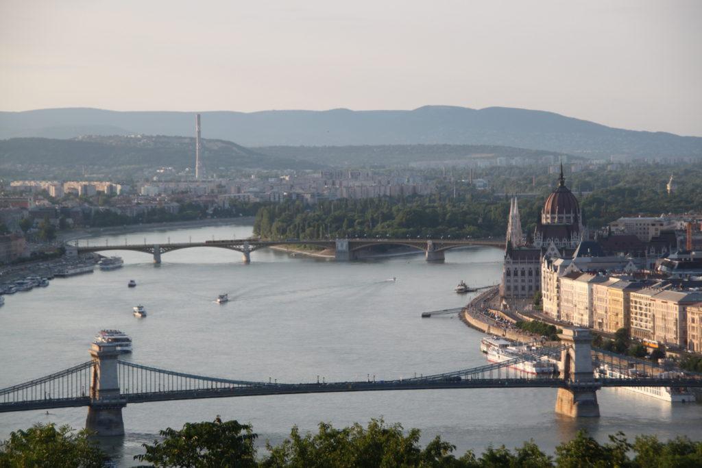 くさり橋とマルギット橋と国会議事堂