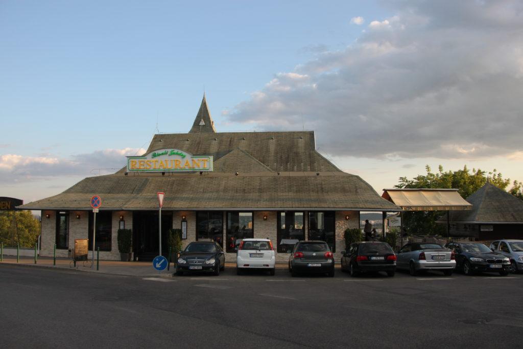 ゲッレールトの丘で見つけたレストラン