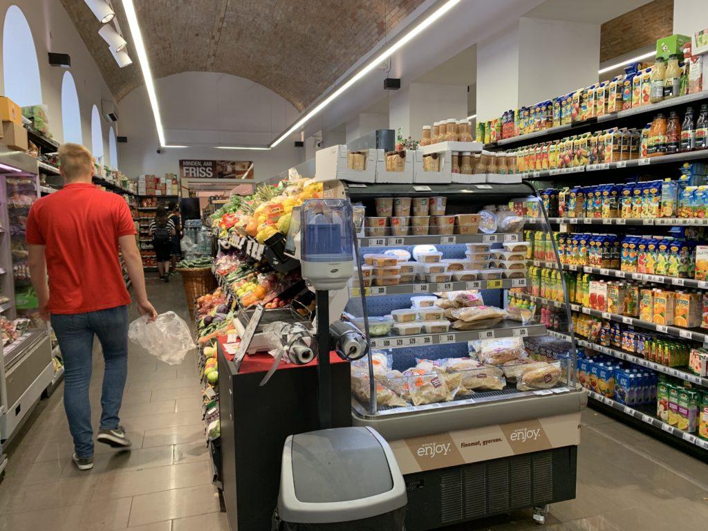 ブダペスト中心街にある食品スーパー