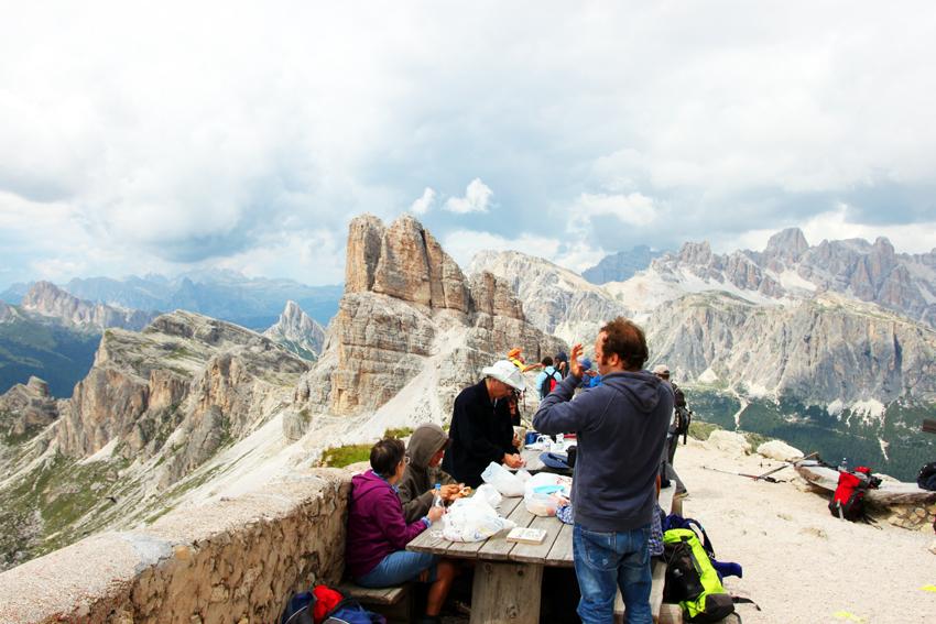 山頂から見る西側の景色
