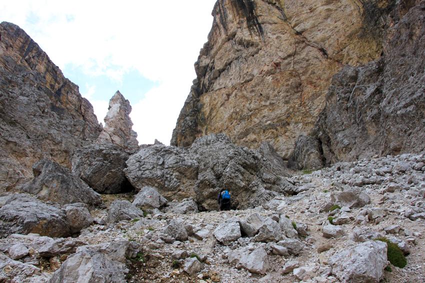 大きな岩がゴロゴロ転がってる急斜面コース