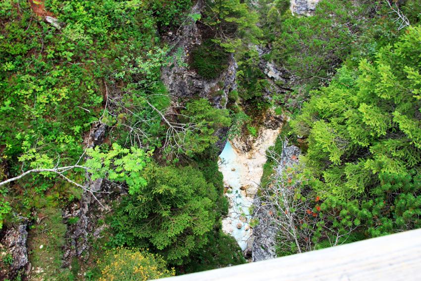 橋の上から見下ろす川面