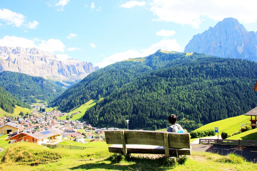 ベンチに座って休憩