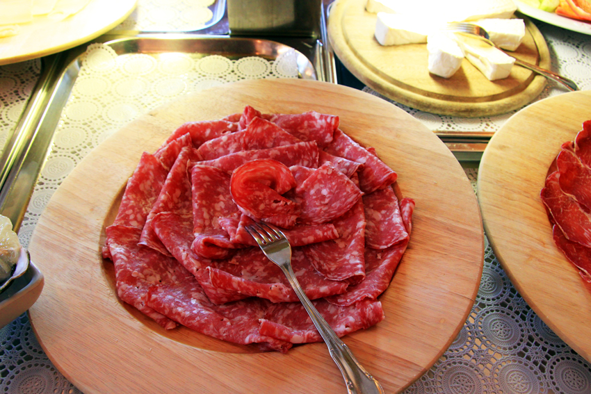 サラミとカマンベールチーズ