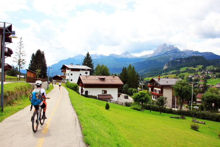 美しい景色の中に伸びるサイクリングコース
