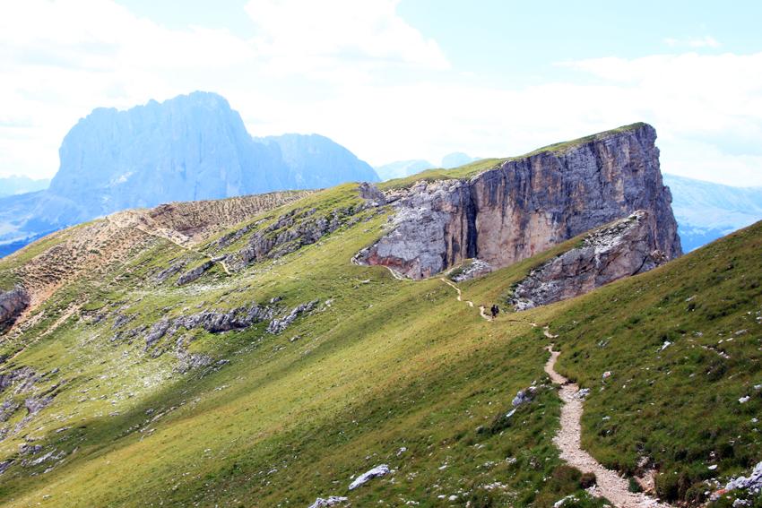 セルヴァへの下山トレッキング