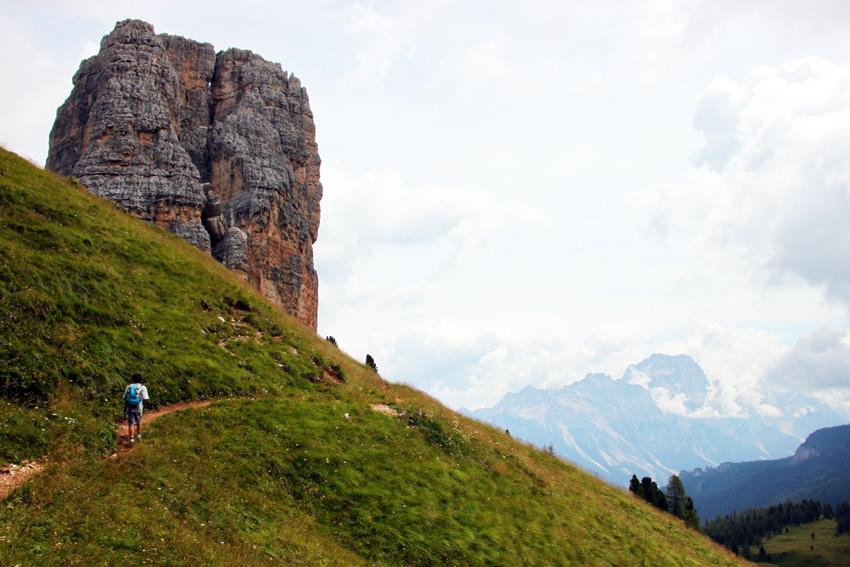 チンクエトッリに続く丘の稜線を歩く次男