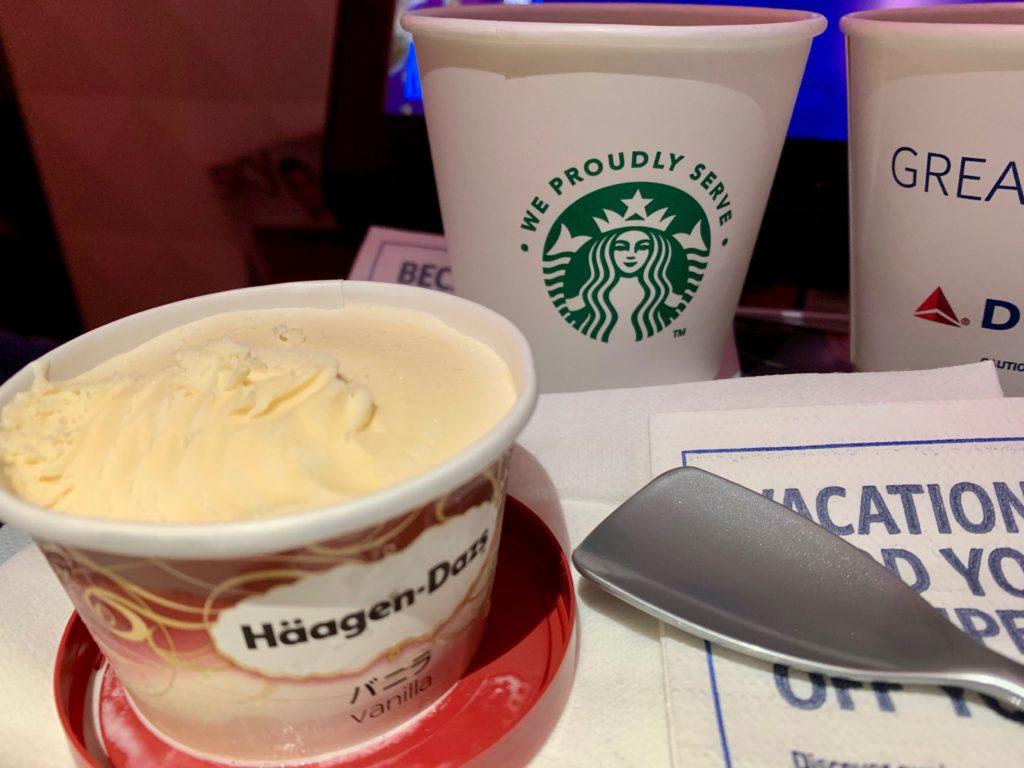 ハーゲンダッツアイスクリームとスタバのコーヒー