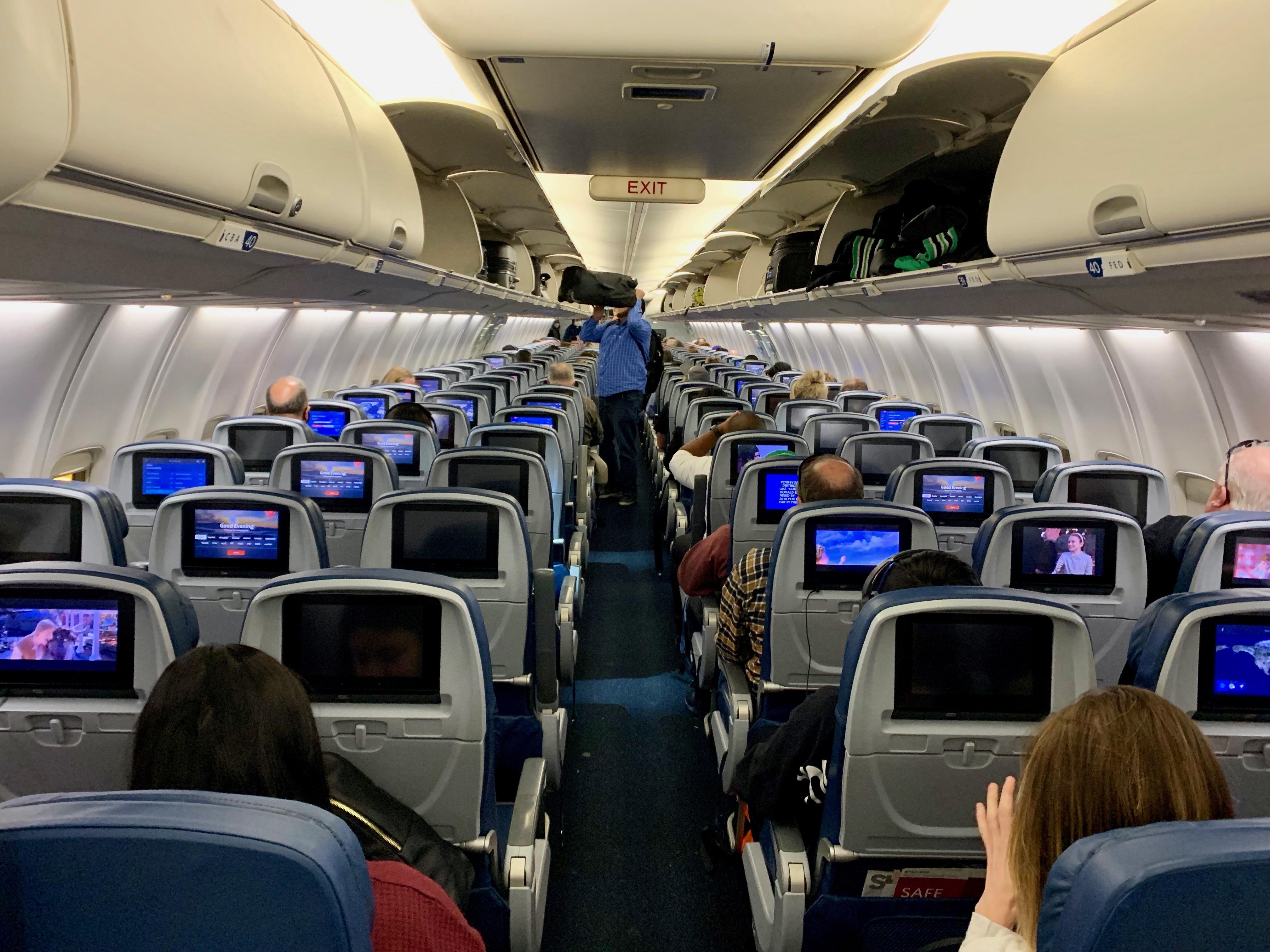 デルタ航空の機内