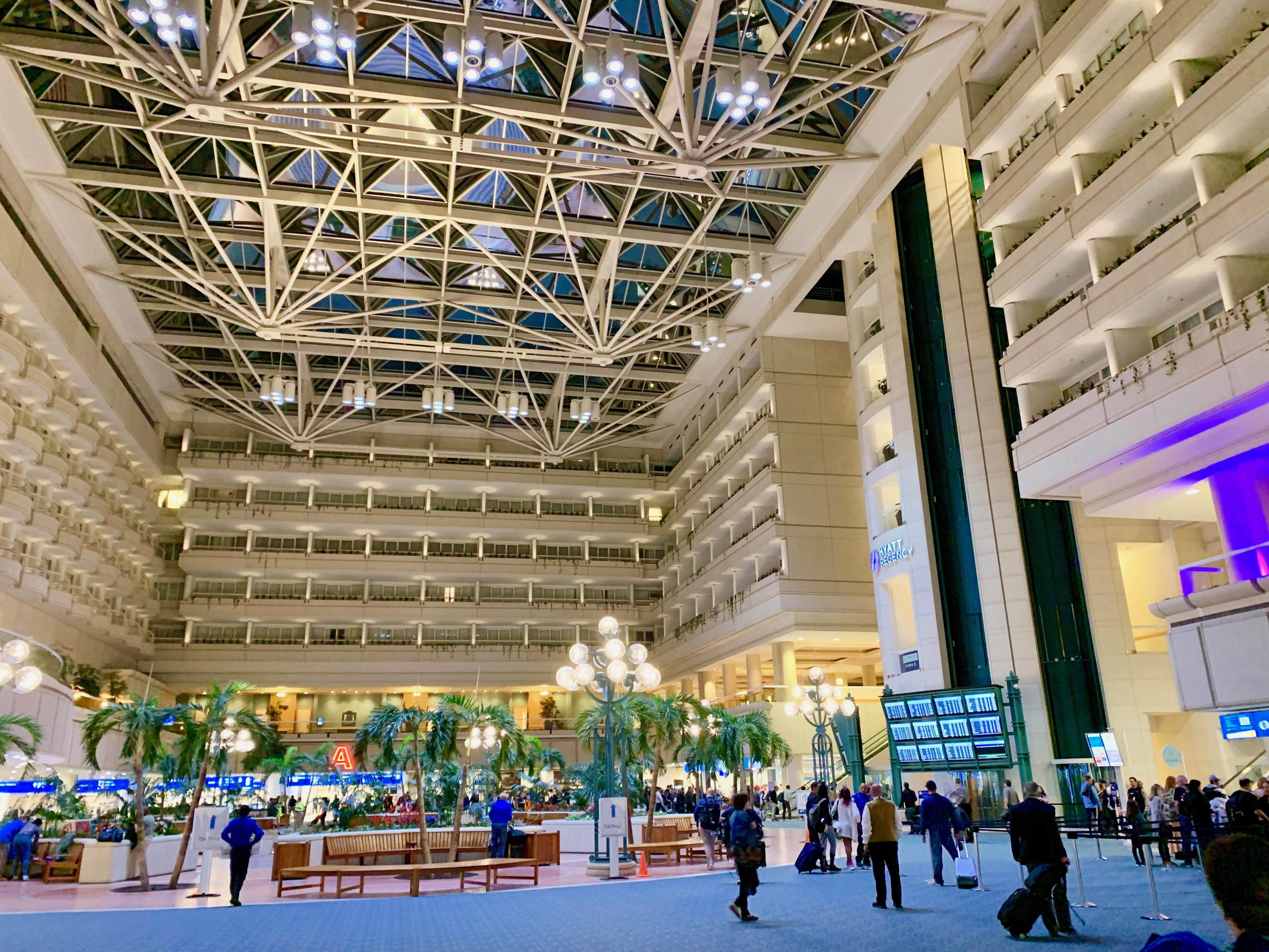 オーランド国際空港のメインターミナル