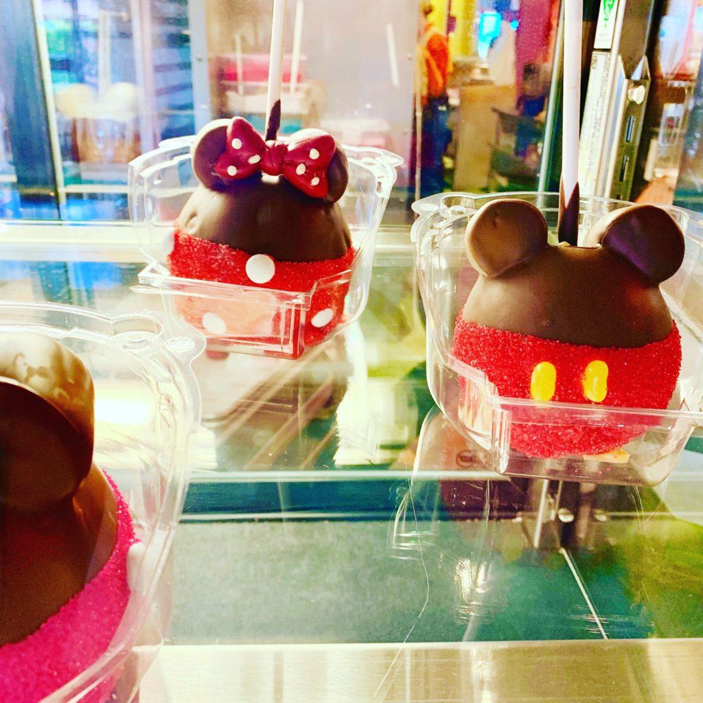 グーフィーキャンディーショップで売られていたミッキーとミニーのお菓子