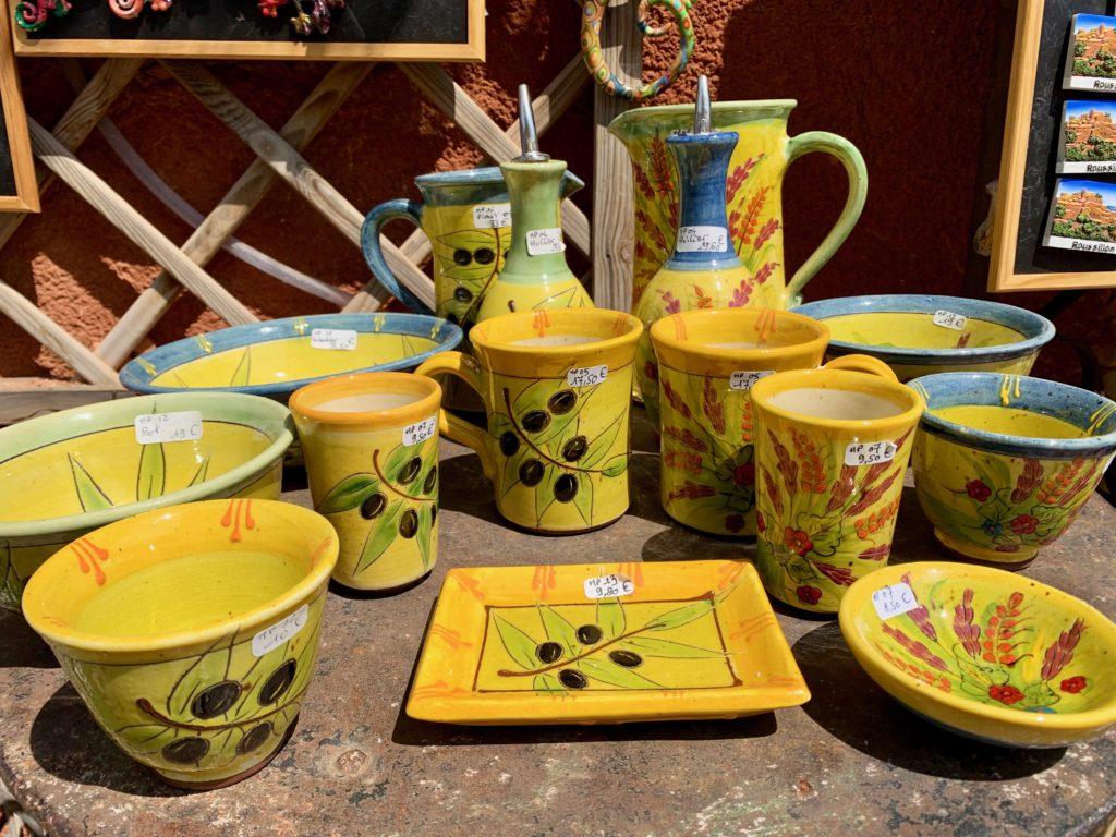 ルシヨンのおみやげショップの陶器