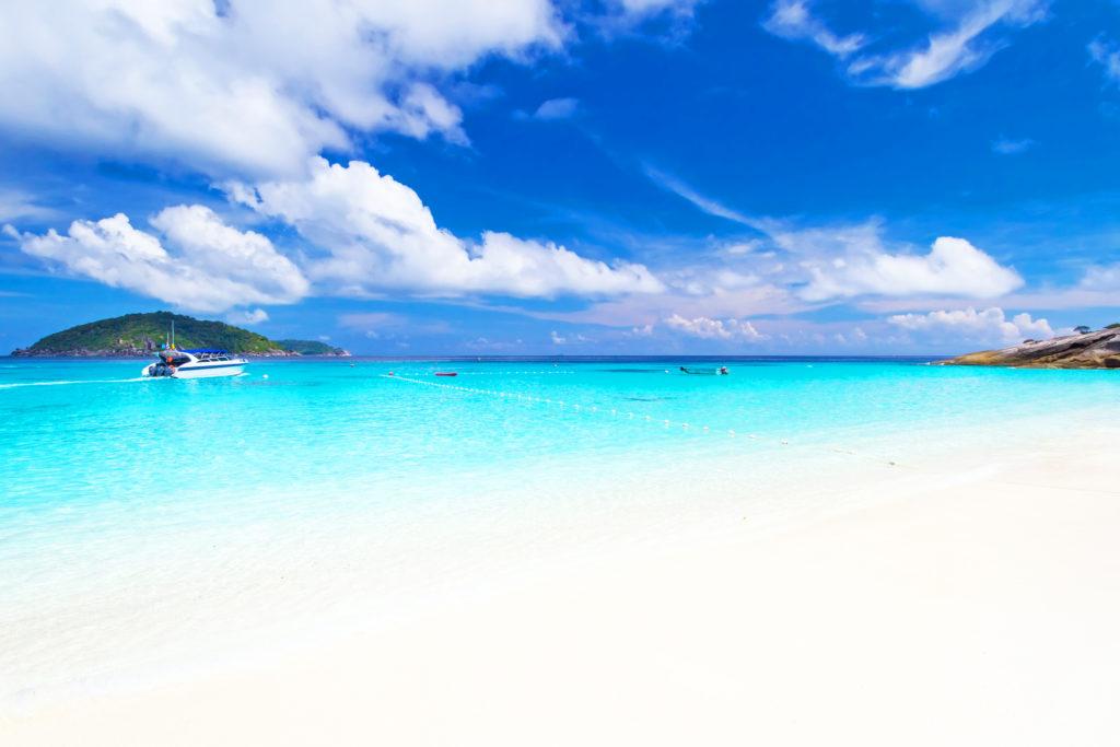 シミラン 諸島の美しい海とビーチ